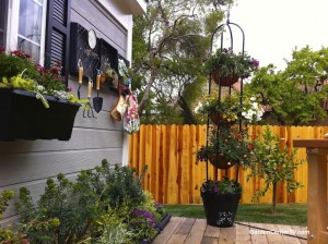 3-tier-black-metal-Tower-obelisk-planter-container-gardens-shirley-bovshow-garden-expert-landscape-designer-gardencentertv